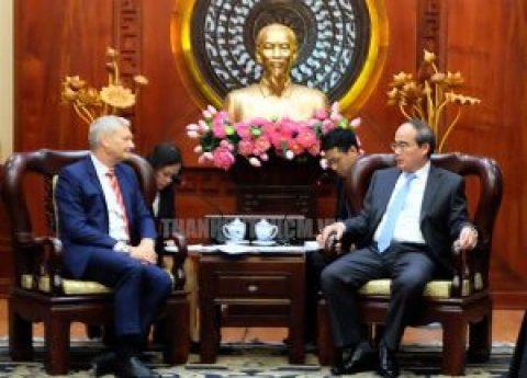 HCM City leader receives Singaporean, Australian investors